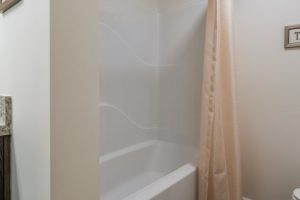 8c-Blueridge_Ranch_B28644_Bath2-Tub_6452-1